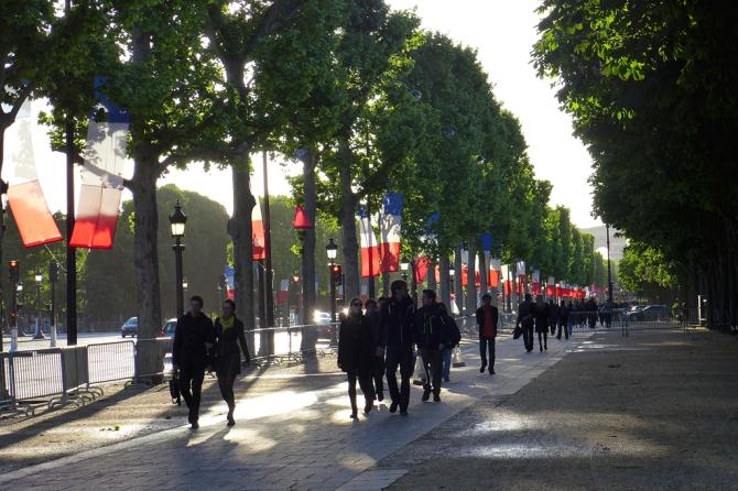 Champs-Elysees-Paris-LOW