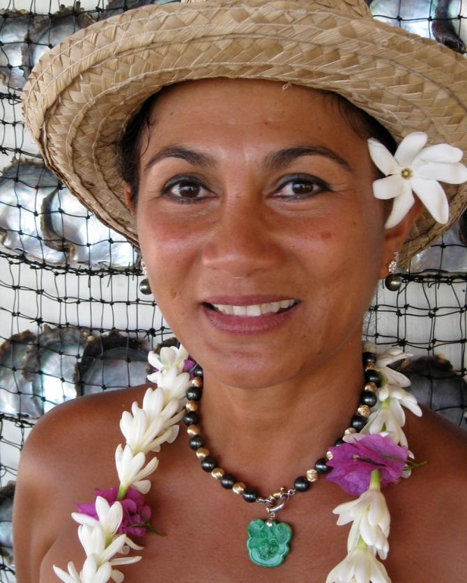 Tahiti-Woman-LOW